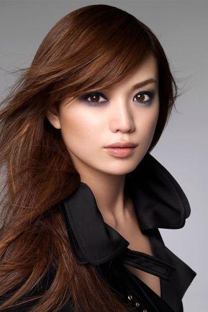 化粧品モデルのエビちゃん。