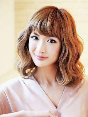 美人顔な紗栄子。