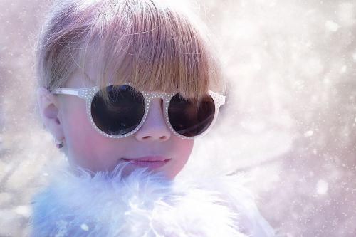 丸顔にメガネが似合わない?丸顔に似合うメガネをご紹介します。の画像
