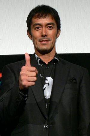 日本人離れした顔立ちの阿部寛さんの髪型は一体どんな感じでしょう?!の画像