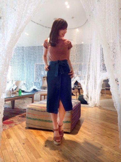 ロングタイトスカートでおしゃれに!おすすめのコーディネート特集の画像